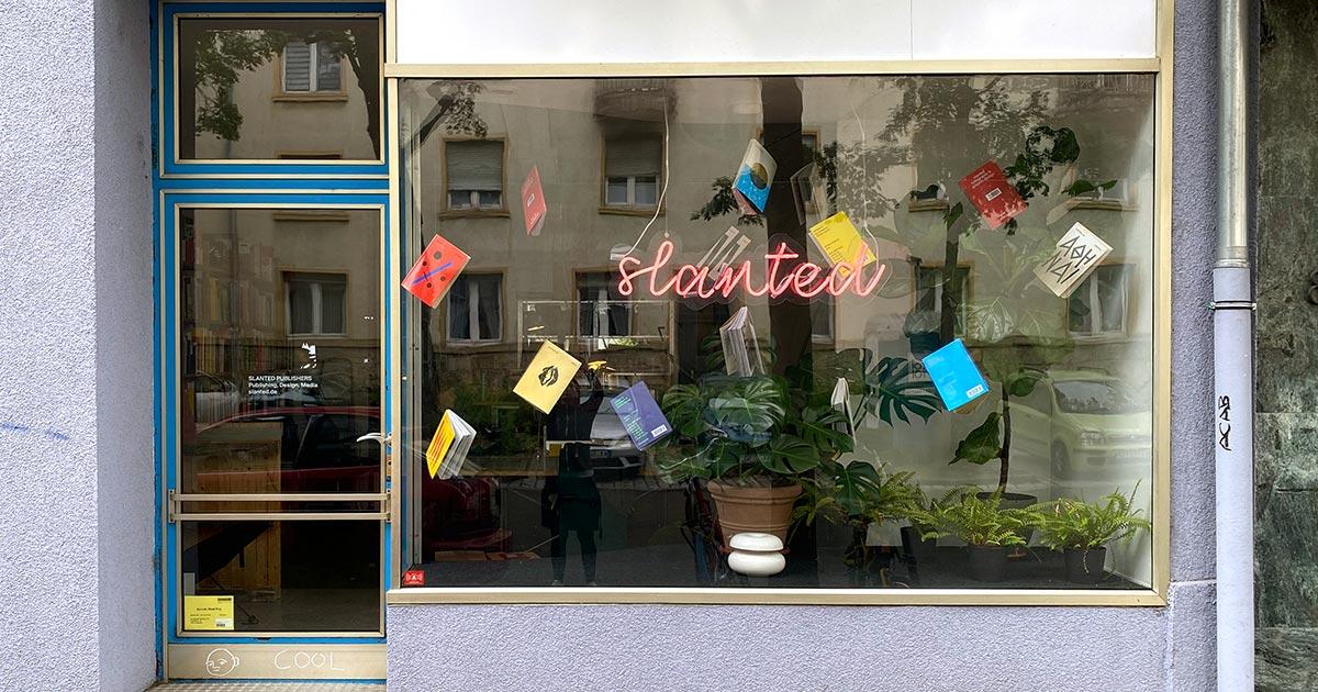Fachada de la sede de Slanted en Karlsruhe, Alemania.